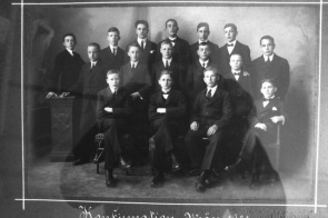 Konfirmation 1921<div class='url' style='display:none;'>/</div><div class='dom' style='display:none;'>kircheringgenberg.ch/</div><div class='aid' style='display:none;'>4</div><div class='bid' style='display:none;'>126</div><div class='usr' style='display:none;'>4</div>